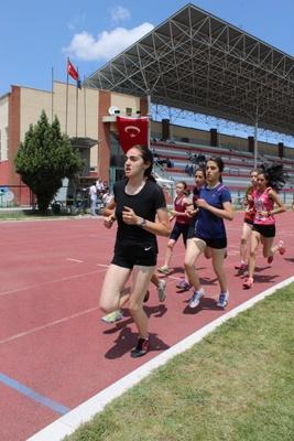 Atletlerimiz şehitler için koştu