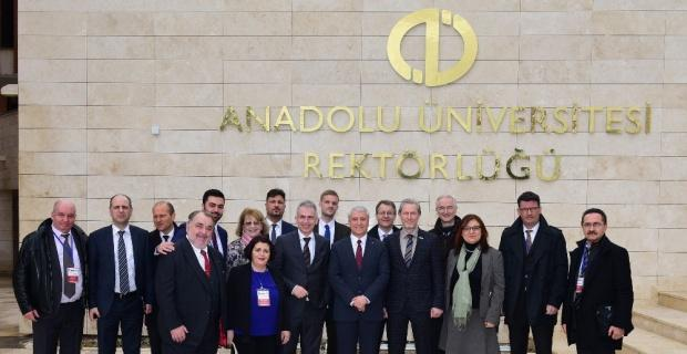 Frankfurt Belediye Başkanı ve kafilesinden Anadolu Üniversitesine ziyaret