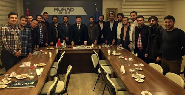 AK Parti'li gençler ziyaretleri sürdürüyor