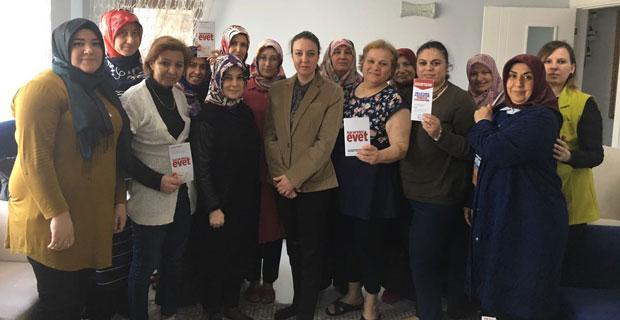 AK Partili kadınlar kapı kapı geziyor