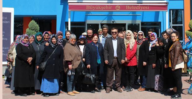 Gündoğan Mahmudiyelilere Eskişehir'i gezdirdi