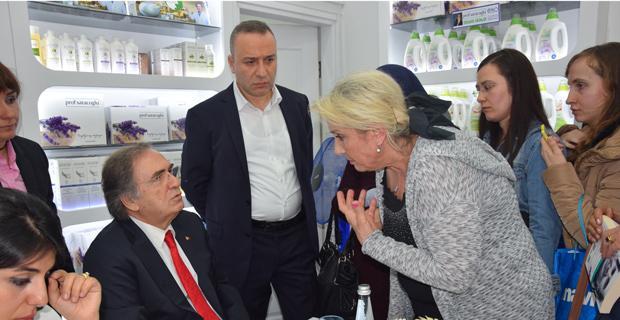 Prof. Saraçoğlu mağazası açılışına büyük ilgi