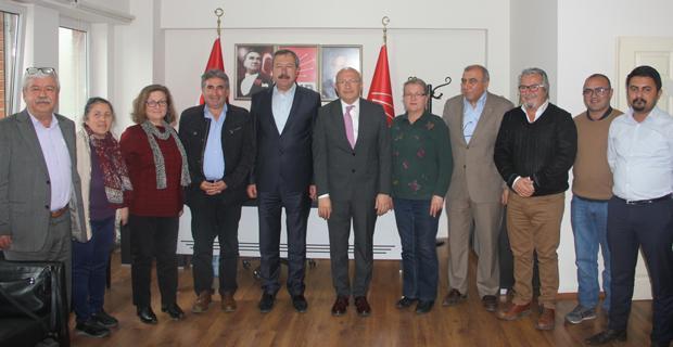 CHP'li Çakırözer il ve ilçe yöneticileriyle bir araya geldi