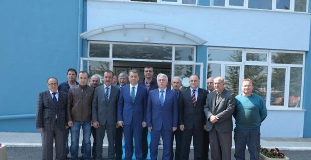 Vali Azmi Çelik, Eskişehir Şeker Fabrikası'nı ziyaret etti