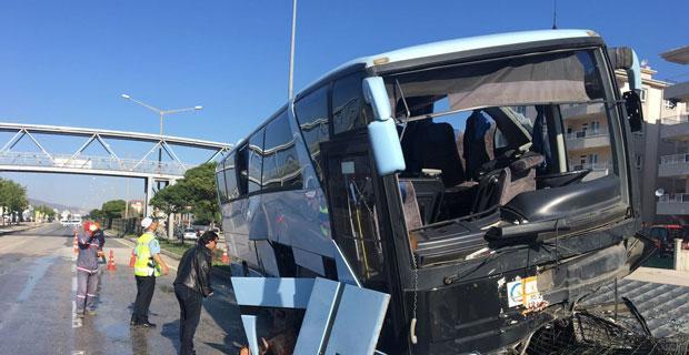 AK Parti kongresine partilileri taşıyan otobüs kaza yaptı: 32 yaralı
