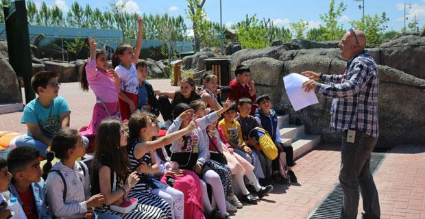 Eskişehir Hayvanat Bahçesi'nde çocuklara ilk eğitim