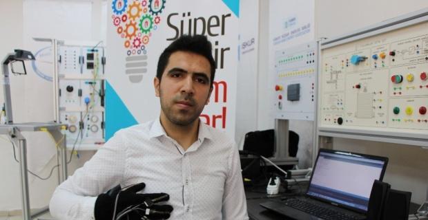 İşitme engelliler için konuşan eldiven