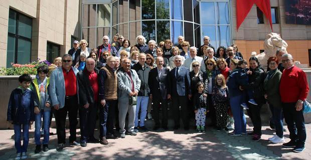 İÜ Hukuk Fakültesi mezunları Büyükerşen'i ziyaret etti