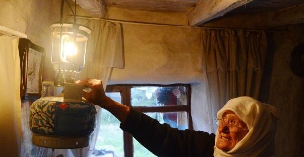 91 yaşında henüz elektrikle tanışmadı