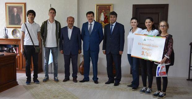 Dereceyle dönen öğrenciler Özen'i ziyaret etti