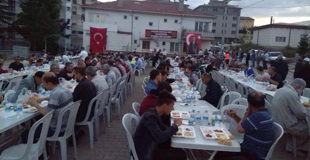 Dereyalak Köyü Derneğinden bin kişilik iftar yemeği