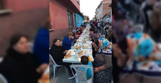 Eskişehir Asarcıklılar Derneği'nden Eskişehir'de bulunan Bileciklilere iftar yemeği