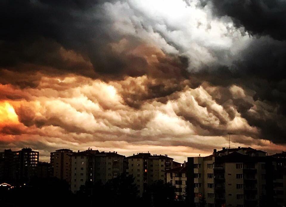 Eskişehir üzerinde kara bulutlar