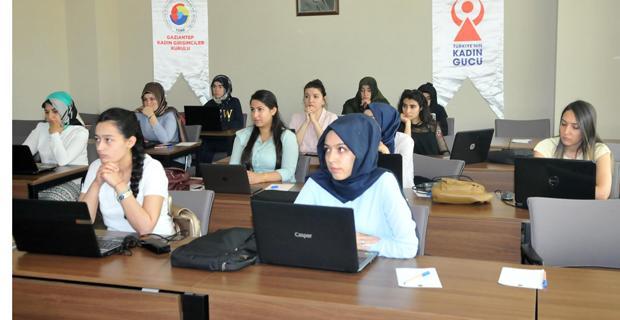 """Geleceği Yazan Kadınlar Projesi""""nde Eğitimler Başladı"""