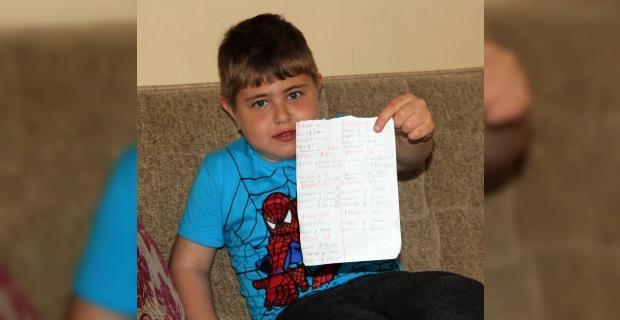 8 yaşında günde 29 kez ilaç kullanıyor