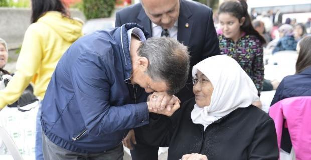 Tepebaşı Belediyesi Şeker Mahallesi'nde iftar verdi
