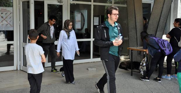 Üniversite adayları LYS'de ter döktü
