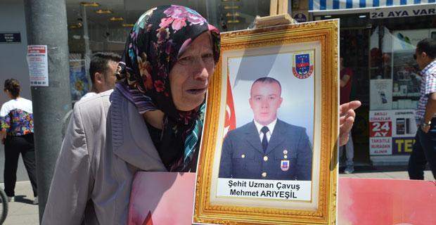 15 Temmuz şehidinin annesi gözyaşlarına boğuldu