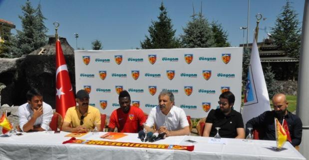 Asamoah Gyan ile 2+1 yıllık sözleşme imzalandı