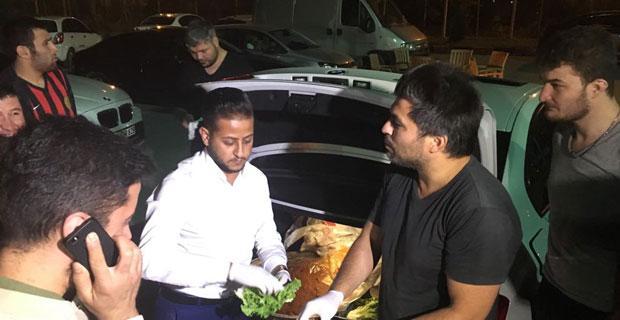 Ciğerci Ahmet'ten taraftara çiğköfte ikramı