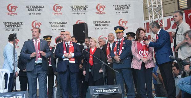 15 Temmuz Demokrasi ve Milli Birlik Günü'nde Eskişehir meydanı  doldu taştı