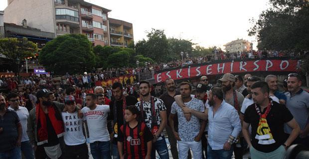 Eskişehirspor'un 52'nci yılı kutlamalarında büyük sürpriz