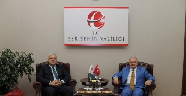 Vali Çakacak, Müsteşar Yardımcısı Arat'ı makamında kabul etti