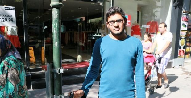 Bangladeşli öğrencinin bisikletini çaldılar