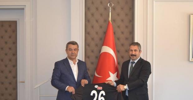 Başkan Özeçoğlu'ndan Emniyet Müdürü Dinç'e Es-Es forması