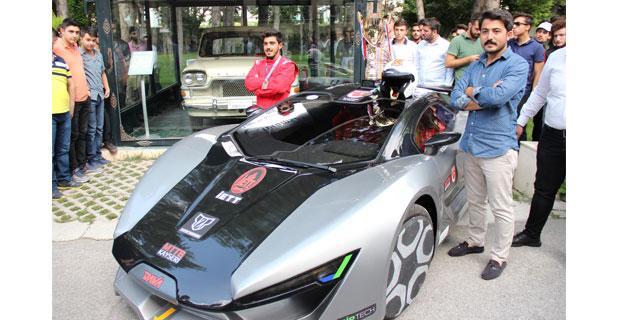 Elektrikli otomobili, Devrim'in önünde tanıtıldı