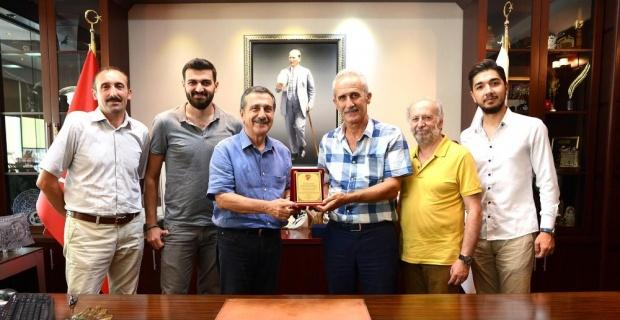 Gümüşhaneliler Derneği'nden Başkan Ataç'a plaket