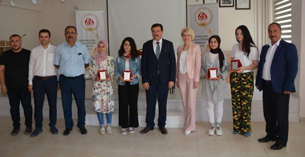 Halk Eğitim Merkezinin başarılı öğrencilerine ödül