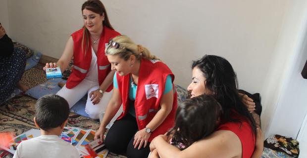 Kızılay kadın kolları öğrencilerin yüzünü güldürdü