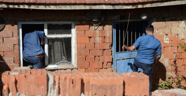 Eve giren hırsızları vatandaşlar engelledi