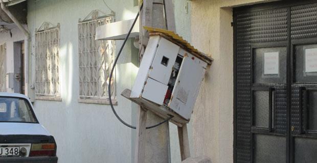 İnşaatların elektrik panolarına tehlike saçıyor