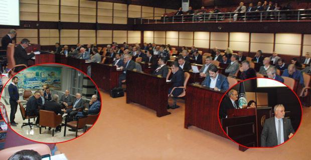 Büyükşehir meclisinde 36 maddenin 4'ü tartışmalı geçti
