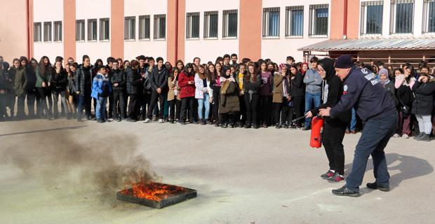 İtfaiyecilerden öğrencilere eğitim