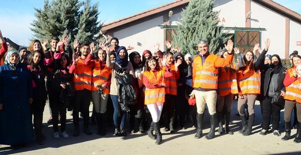 Mülteci kadınlar ESOGÜ'de ata binerek stres attılar