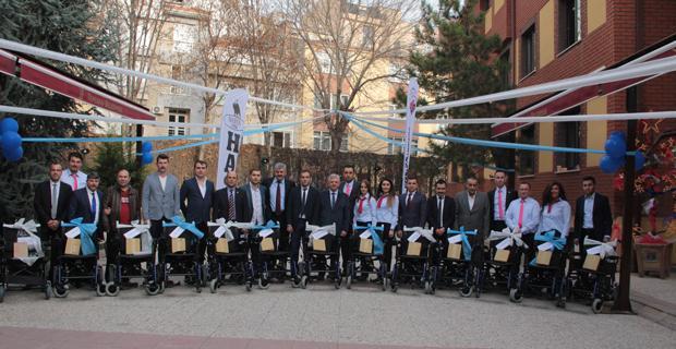 Engelli vatandaşlara akülü ve tekerlekli sandalyeyi hediye edildi