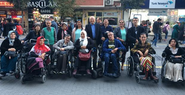 Engelliler hayatın her alanında öncelikli olmalı