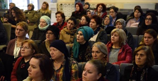 Hanımeli Sokak'ta stantları bulunan 95 kadın eğitime katılım sertifikalarını aldı