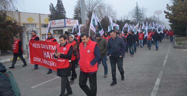 Metal işçileri 'Cuma Yürüyüşleri'ne başladı