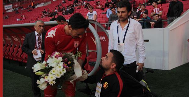 Sakçı'dan Samsun kaptanına çiçek