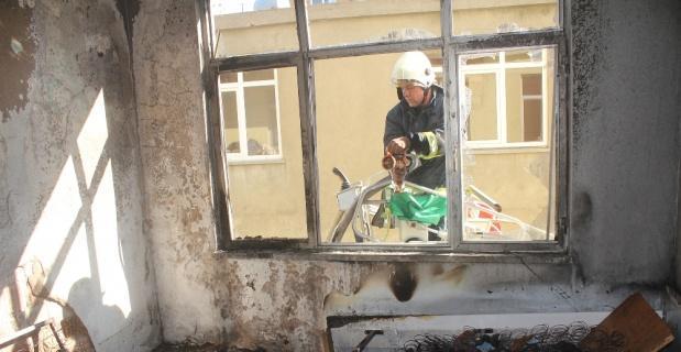 Çakmakla oynayan çocuk evi yaktı: 4 yaralı
