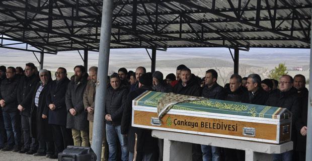 Eskişehir'deki kazada ölen bir kişi Ankara'da toprağa verildi