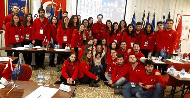 CNN Türk sunucusundan Eskişehirli gençlere seminer