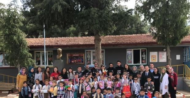 Çocuklar Kucak Dolusu Hayaller Projesiyle hediyelerini aldı