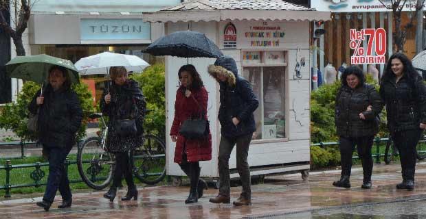 Eskişehirliler yağmurdan kaçamadı