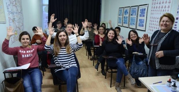 İşitme engelli vatandaşlar için ehliyet kursu