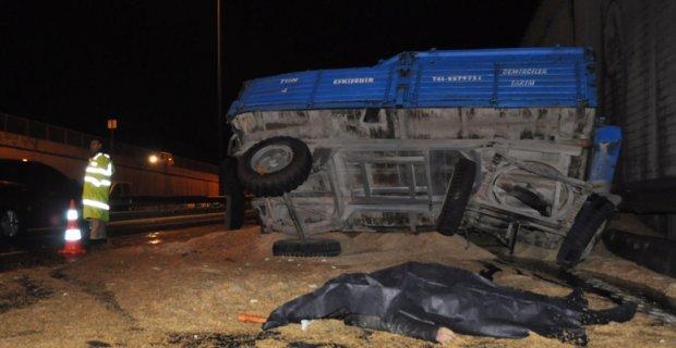 Tır, buğday yüklü traktöre çarptı: 1 ölü